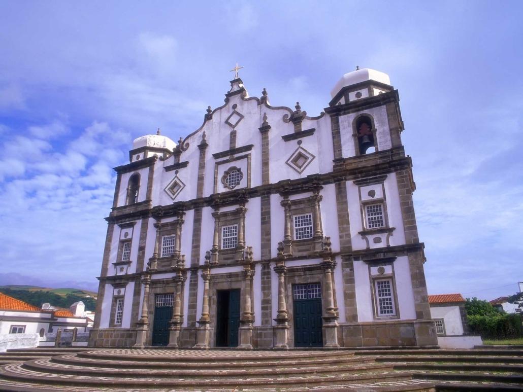 L'imposante église de Nossa Senhora da Conceição érigée au XIXe siècle, Santa Cruz das Flores, Açores
