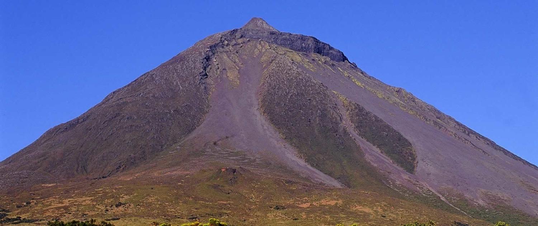 Volcan dominant l'île de Pico à 2351 mètres d'altitude, classé Réserve naturelle depuis 1982