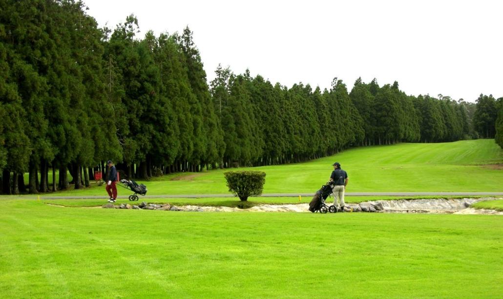 Parcours de golf de Terceira aux Açores intelligemment configuré et d'une rare beauté naturelle
