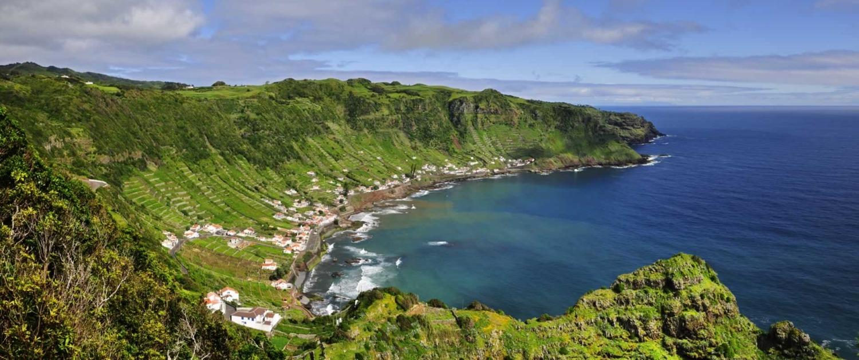 Baie de São Lourenço qui dispose d'une plage et de piscines naturelles, île de Santa Maria