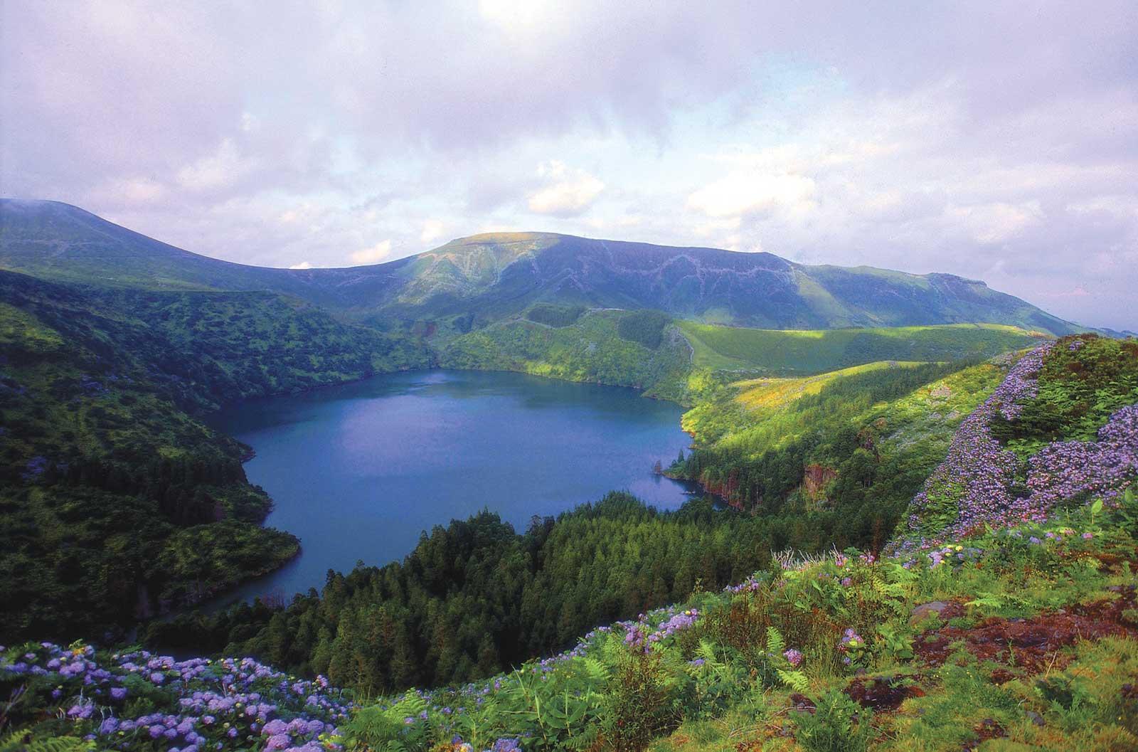 Excursion Tour de l'île de Flores: découverte des lacs et miradors