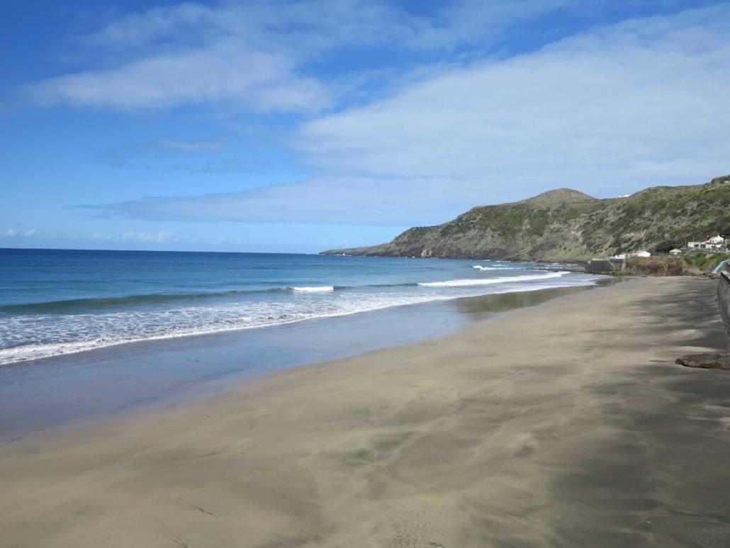Fameuse plage de Formosa, plage dorée, île de Santa Maria, Açores