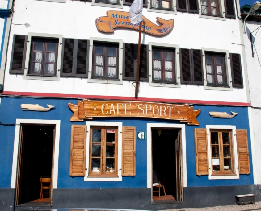 Peter Café Sport, bistrot incontournable des marins sur le port d'Horta de l'île de Faial, centenaire en 2018