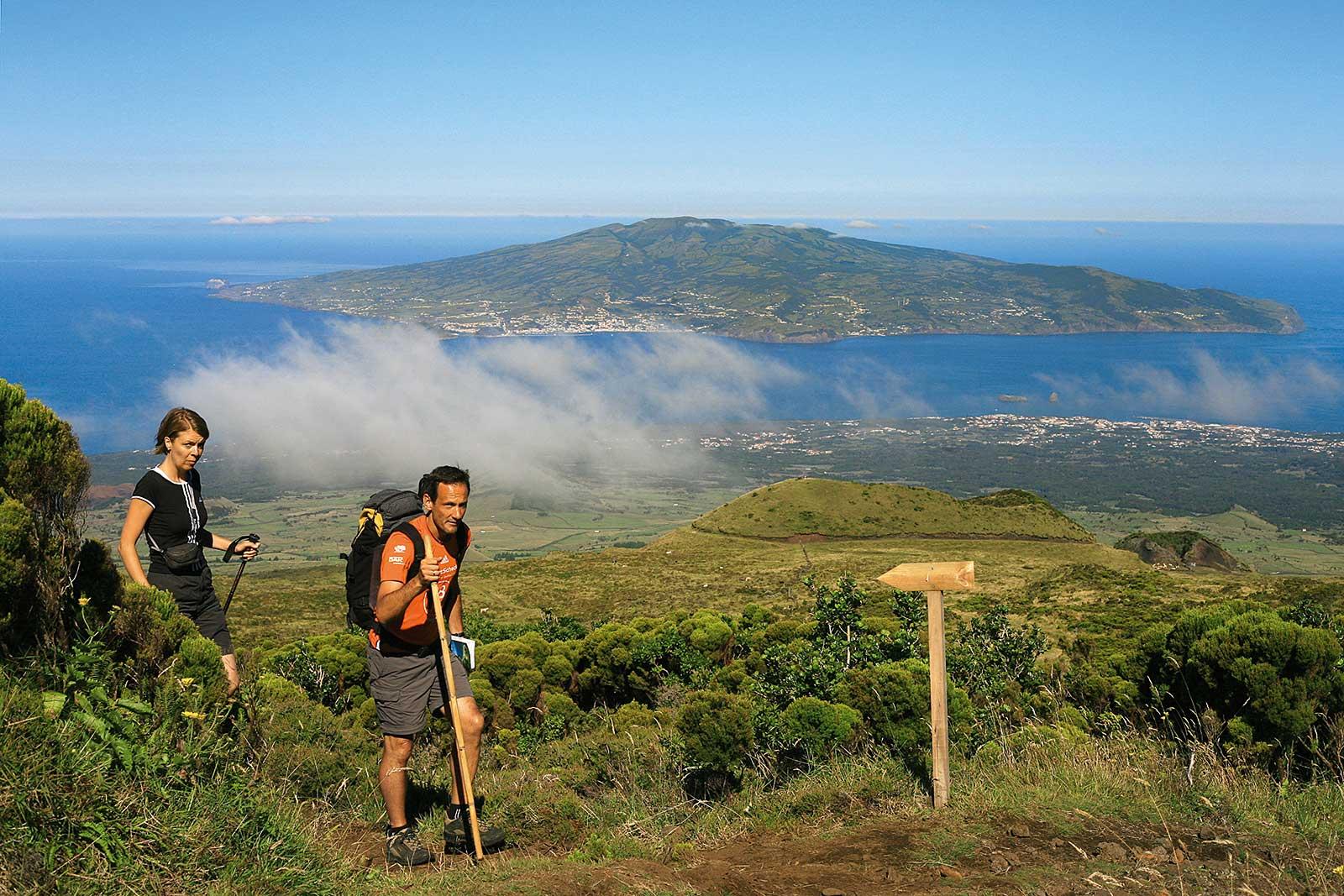 Expédition au point culminant du Portugal, ascension du volcan de Pico.
