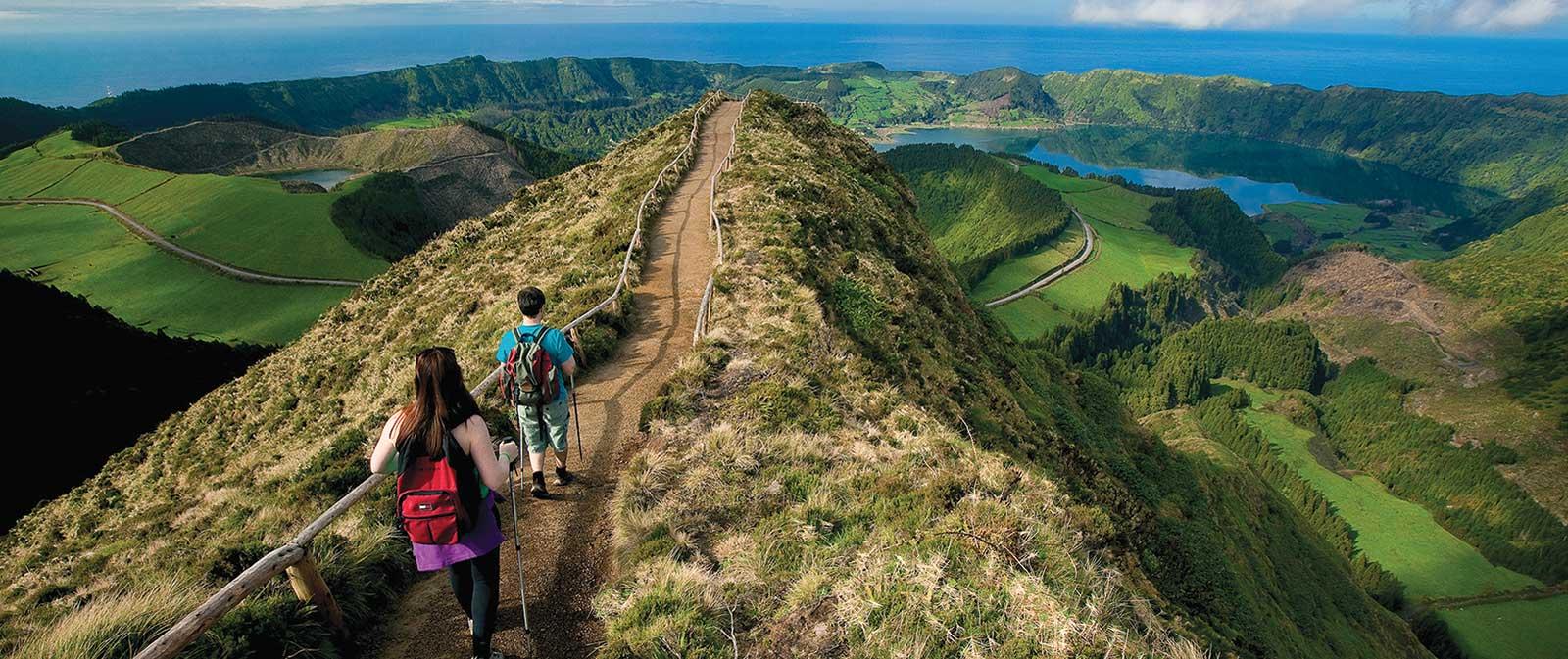 Sentiers vers Sete Cidades et Lagoa do Fogo, lac aux eaux bleutées, l'un des plus beaux sites de l'île de São Miguel