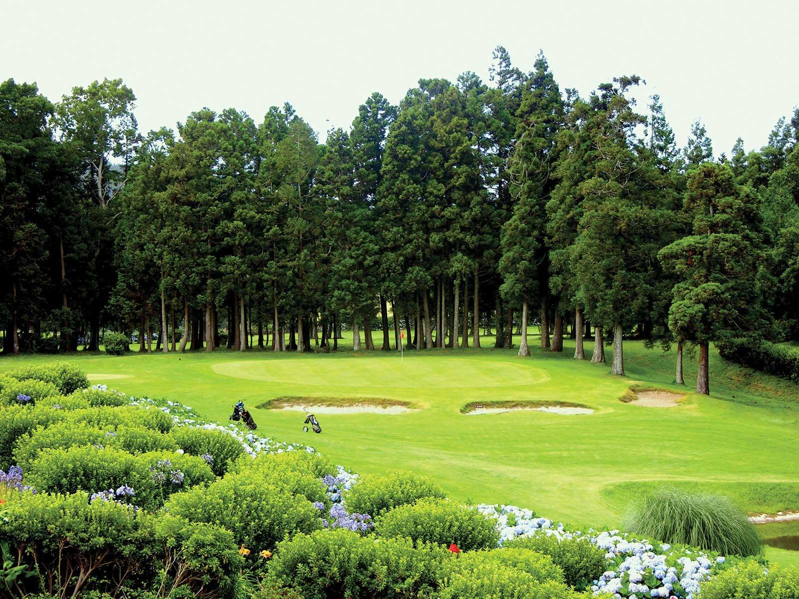 Parcours de golf de Terceira intelligemment configuré est d'une rare beauté naturelle